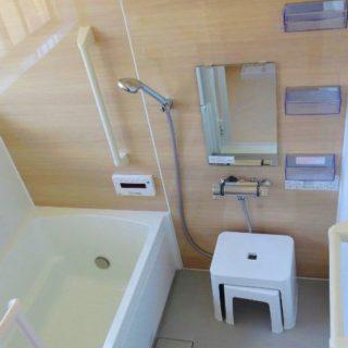 浴室のカウンターがイスにもなるユニットバスにリフォーム
