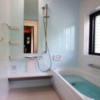 外の風を感じながらの入浴できる浴室