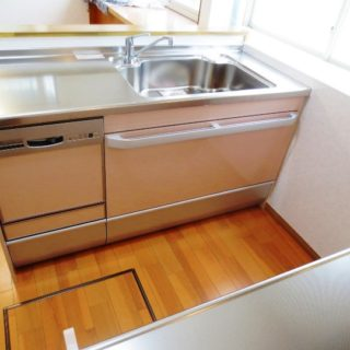 高齢者に使い易いトイレと、2列型キッチン