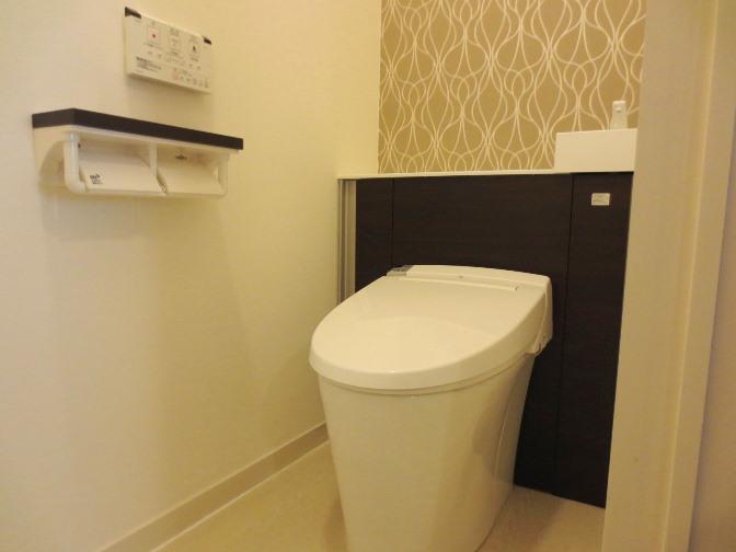 タンクを隠したお洒落なトイレ