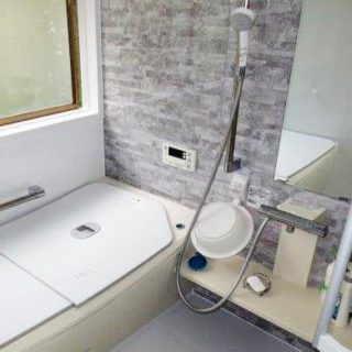 レイアウトを変更し、浴槽を大きくした浴室リフォーム