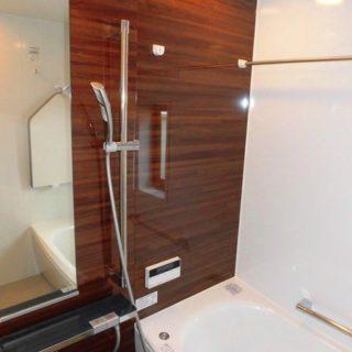 収納充実の洗面室とゆったりと入浴できる浴室へのリフォーム