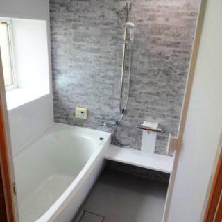内窓ではなく外壁を壊さず断熱窓を設置した浴室リフォーム