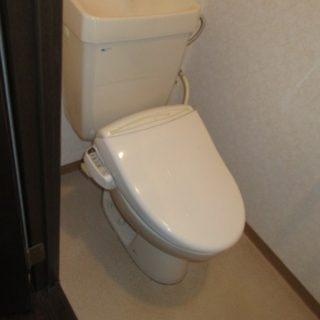 タンク収納・カウンター・手洗いまで一体になったお洒落なトイレリフォーム!