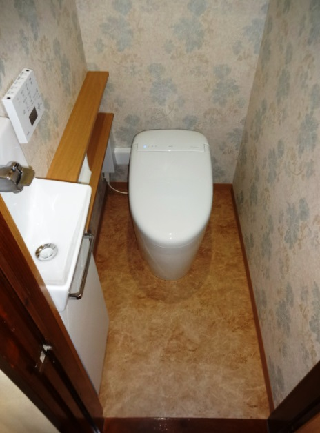 タンクレストイレと手洗い器が1日で完成するトイレリフォーム