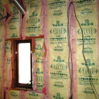 断熱材がビッシリ入った暖かい浴室空間