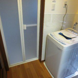 洗濯機位置変更と収納を広げた浴室リフォーム